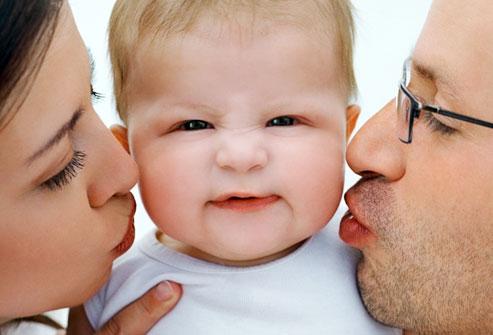 Bebekleri çok öpmek, Hastalığa sebep olabilir. Öpücük hastalığı